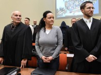 331 Verhandlungstag im NSU Prozess Die Angeklagte Beate Zschaepe steht am Montag 20 12 2016 im La
