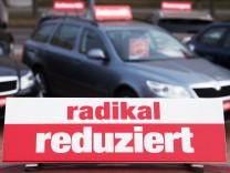 Gebrauchtwagen bei einem Händler in Sachsen - Diesel-Fahrzeuge verkaufen sich seit dem Abgasskandal immer schlechter.