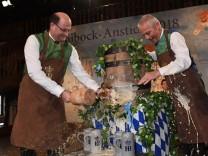 Bayerns Finanzminister Füracker beim Maibockanstich im Hofbräuhaus in München