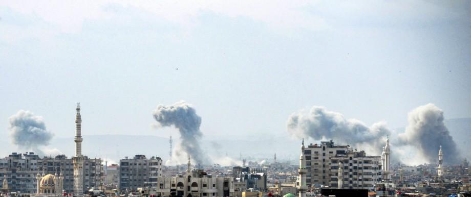 Luftangriff syrischer Kampfflugzeuge im Süden von Damaskus
