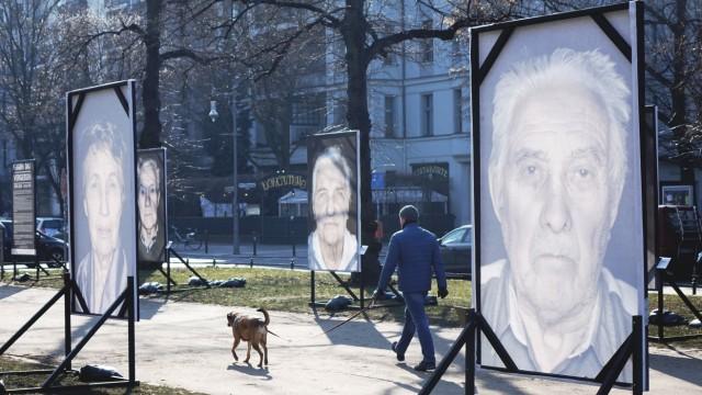 02 03 2018 Berlin Deutschland GER Gegen das Vergessen ein Fotoprojekt des Fotografen Luigi Toscano