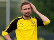 Dortmund Germany 2018 04 24 Training BV Borussia Dortmund BVB Marcel Schmelzer BVB Schaut g