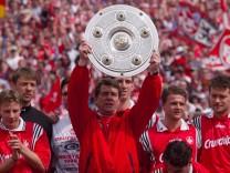 SPORT FUSSBALL 1 BUNDESLIGA HAMBURGER SV 1 FC KAISERSLAUTERN 1 1 09 05 1998 HAMBURG Trainer