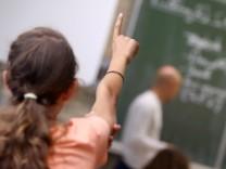 Mädchen in Schulklasse
