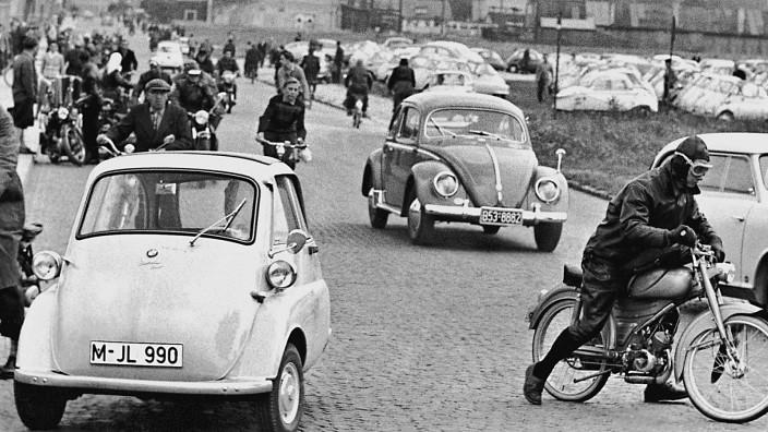 Betriebschluss bei BMW in München, 1957