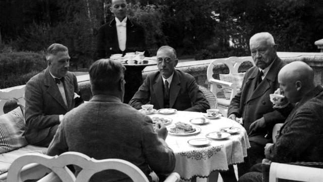Paul von Hindenburg, Kurt Schleicher, Franz von Papen, Wilhelm Freiherr Gayl, Otto Meißner, 1932