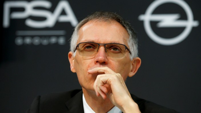 FILE PHOTO: Chairman of the Managing Board of PSA Group Carlos Tavares attends a news conference in Ruesselsheim