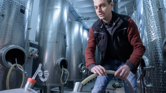 Im Weinkeller der Bayerischen Landesanstalt für Weinbau und Gartenbau