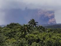 Kilauea volcano erupts
