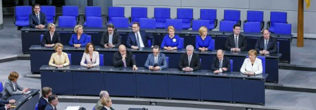 Die neue Bundesregierung von Bundeskanzlerin Angela Merkel CDU auf der Regierungsbank Berlin 14