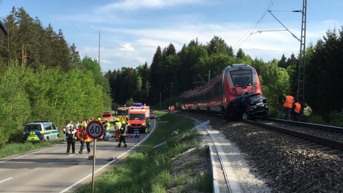Starnberg Zug Erfasst Auto Zwei Tote An Bahnübergang