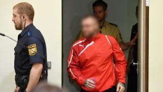 NSU-Prozess: Der Angeklagte Andre E. betritt den Verhandlungssaal im Oberlandesgericht München im Mai 2018.