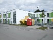 das Asylbewerberheim, auf das der Anschlag verübt wurde, liegt im Tollkirschenweg 6, Fasanerie Nord