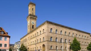 Fürth hat mehr als 2000 Baudenkmäler, der Turm des Rathauses etwa erinnert an den Palazzo Vecchio in Florenz.