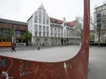 Das Münchner Luisengymnasium verzichtet künftig auf schriftliche Hausaufgaben.
