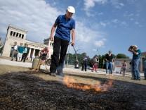Veranstaltung zur Erinnerung an die Bücherverbrennung der Nazis am Königsplatz.