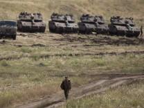 Israelische Panzer beziehen Stellung im Gebiet der Golanhöhlen, nachdem die USA aus dem Atomabkommen mit Iran ausgestiegen ist.