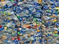 Plastikmüll: 2018 hat die EU die Idee einer Plastiksteuer geäußert, Kritiker sehen das Konzept allerdings skeptisch.