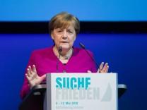 Bundeskanzlerin Angela Merkel (CDU) auf dem Katholikentag 2018 - unter anderem kritisierte sie die Iran-Entscheidung von US-Präsident Donald Trump.