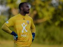 Daniel Shorunkeh Sawyerr Torwart FC Unterföhring 23 enttäuscht schauend Enttäuschung Frustrati