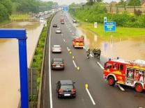 Autobahn 30 nach Gewitter überflutet