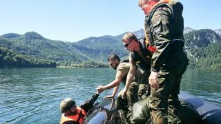 Bundeswehr-Übung Fallschirmspringer Kochelsee