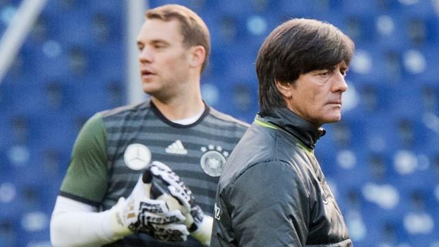 Deutsche Nationalmannschaft: Joachim Löw und Manuel Neuer beim Training.
