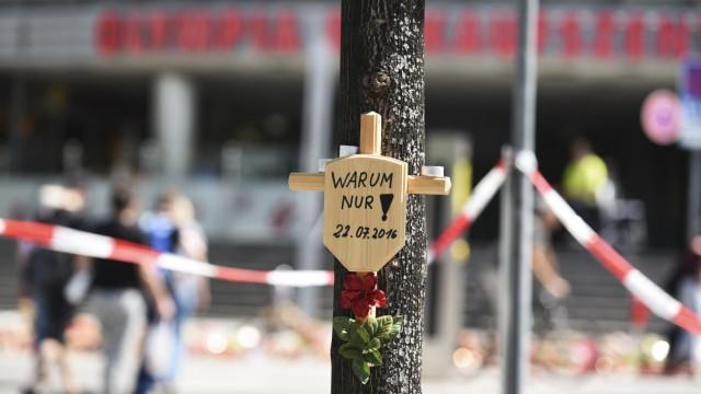 Gedenkort für die Opfer des Anschlags vor dem Olympia-Einkaufszentrum in München