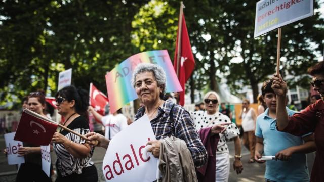 Türkische Oppositionspartei CHP demonstriert gegen Erdogan