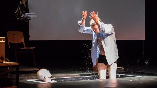 Wir sind Affen eines kalten Gottes.; Schauspiel Köln