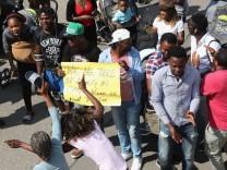Flüchtlinge protestieren im Transitzentrum Manching gegen Abschiebungen.