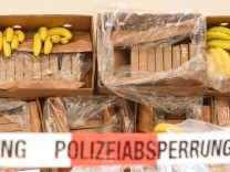 Das Bayerische Landeskriminalamt präsentiert einen spektakulären Drogenfund.