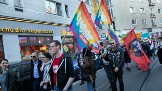 Münchens Schwule, Lesben, Transsexuelle und Intersexuelle demonstrieren im Glockenbachviertel gegen homophobe Gewalt.