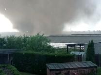 Tornado am Niederrhein - rund um Viersen richtete ein Wirbelsturm große Sachschäden an, zwei Menschen wurden verletzt.