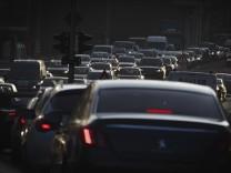 Verkehrsstau auf der Leipziger Strasse in Berlin Mitte Berlin 14 02 2018 Berlin Deutschland *** T