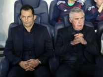 Paris Saint-Germain v Bayern Muenchen - UEFA Champions League; Salihamidzic