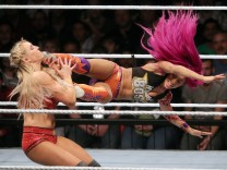 Bilder des Tages SPORT Charlotte Sasha Banks Show Event WWE World Wrestling Entertainment Wres; Wrestling München