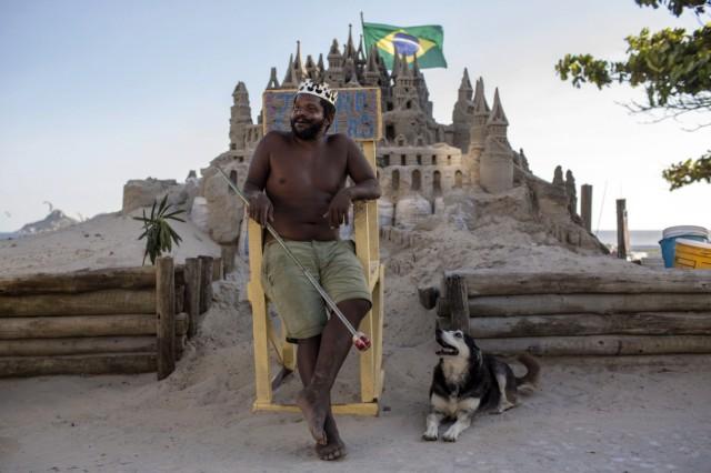 DOUNIAMAG-BRAZIL-ART-SAND CASTLE