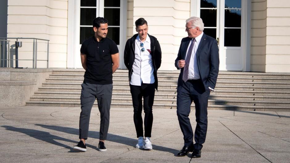 Özil und Gündoğan treffen Steinmeier und DFB-Spitze