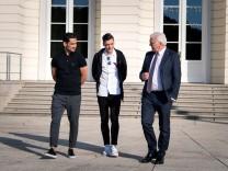 Steinmeier empfängt Gündogan und Özil