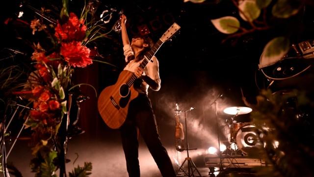 Frauen in der Musikbranche (im Bild Yael Coen vom Duo Lola Marsh) sehen sich häufig mangelndem Respekt ausgesetzt.