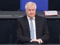 Horst Seehofer (CSU), Bundesinnenminister im Bundestag.