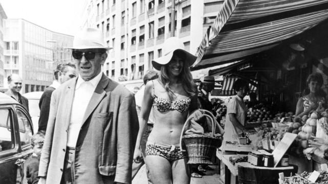 Einkaufen im Bikini in München, 1968