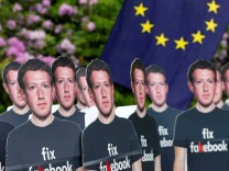 Proteste gegen Facebook-Chef Mark Zuckerberg 2018 in Brüssel.