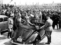 Adolf Hitler, Porsche, Ley besichtigen Volkswagen