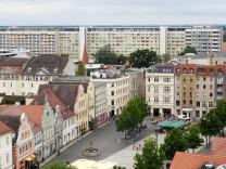 Cottbus GER 03 August 2016 Altmarkt mit der Wohnanlage Stadtpromenade 10 12 im Hintergrund