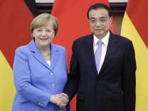 Merkel zu Besuch in China: Mit Regierungschef Li Keqiang spricht die Bundeskanzlerin auch schwierige Themen wie die Menschenrechtssituation in China an.