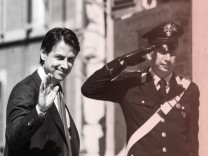 Italiens designierter Regierungschef Giuseppe Conte - die EU zeigt sich besorgt um den angestrebten Euro-Kurs der neu gewählten Koalition.