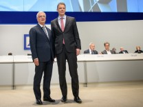 Deutsche Bank Holds General Shareholders' Meeting