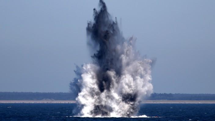 Sprengung von Wasserbomben in der Ostsee